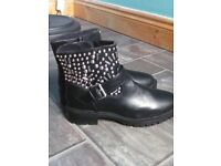 ladies black boots BNWTsize 5