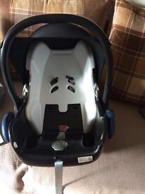 GROUP 0 CAR SEAT AND BASE (Maxi Cosi) no isofix required.