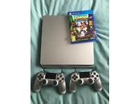 Silver PS4 slim 500gb, 2 controllers and 1 game