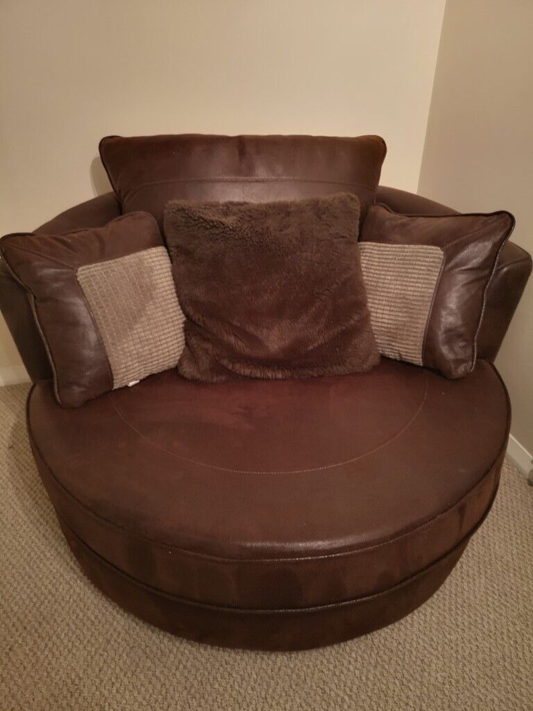 Fabric Living Room Swivel Chair Excellent Condition In Wolverhampton West Midlands Gumtree
