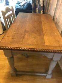 Table 2x chairs