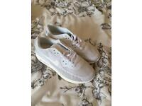 Ladies size 6 trainers brand new never been worn