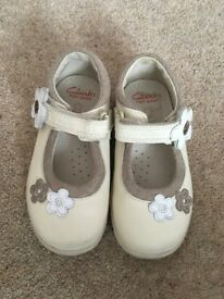 Excellent condition childrens shoes £7.50 each