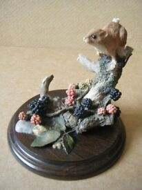 COUNTRY HARVEST MOUSE ON BLACKBERRY'S FIGURINE.