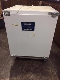 Indesit Fridge & Freezer - Built in - Under counter