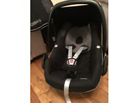 Maxi Cosi Car Seat, Matching Cosy Toes, Family Fix Base and raincover £150
