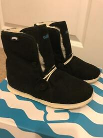 Young girls Native LUNA winter boots size 13