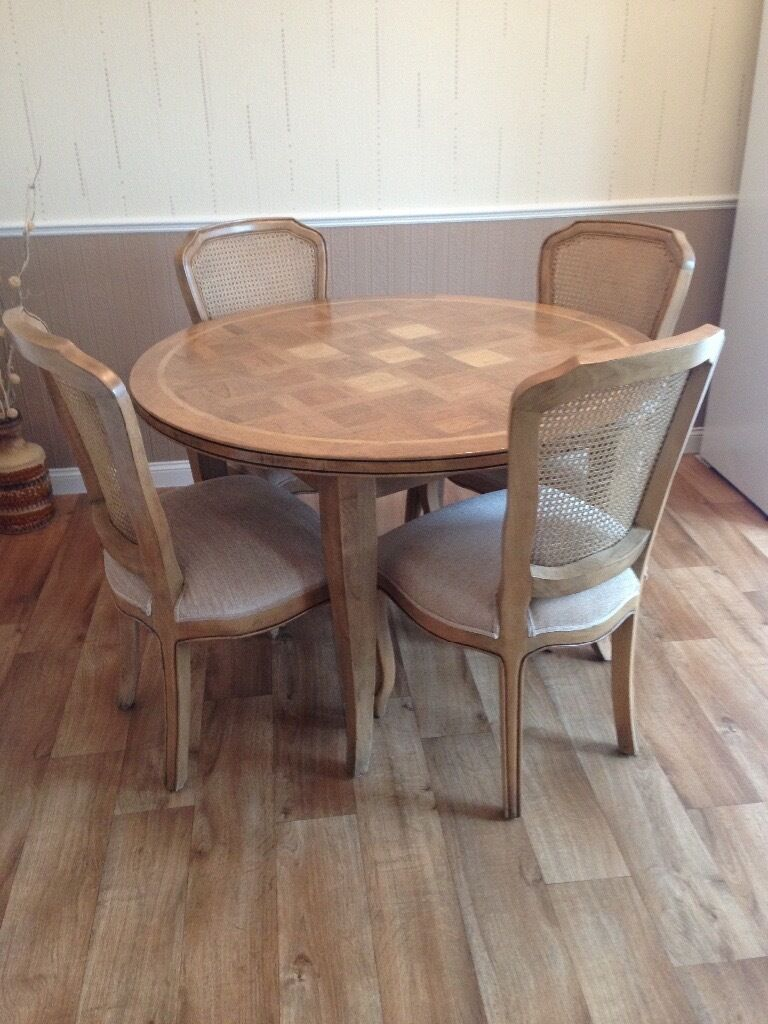 barker and stonehouse maple wood round table with stone inlay and 4 chairs barker stonehouse furniture