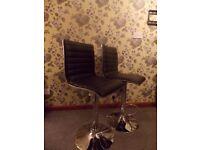2x Bar stools / chairs