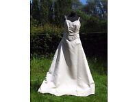 UK Size 12 Handmade Designer Anu Pam Stunning Ivory Wedding Dress Beaded Details