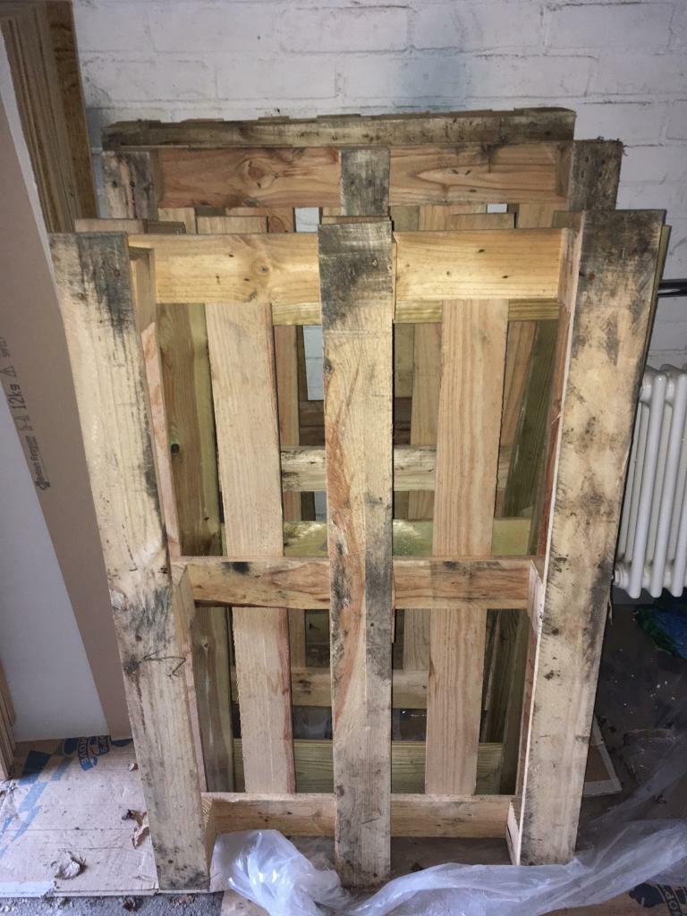 Pallets x4 | in Barton-le-Clay, Bedfordshire | Gumtree