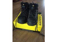 Dunlop Steel Toe Cap Safety Footwear - Size 8.5 - Hiker SB, Black/ Charcoal