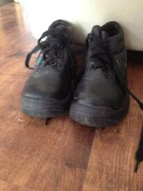 Work shoes, size 4