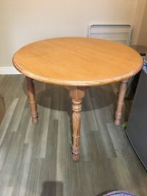 Round pine kitchen table with built in extending leaf