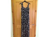 Size 10 Planet black white maxi dress never worn . Fully lined £15