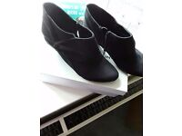 Dorothy Perkins Black suede ladies shoe boots in small size 6 only worn once excellent condition