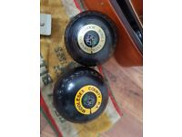 2 sets of 4 lawn bowls with bags