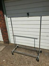 extendable silver Heavy Duty Clothes Rail good conditon and fully work