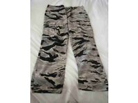 """Men's Levi Camouflage Cargo Pants W 38"""" L 32"""" - Brand New with Tags"""