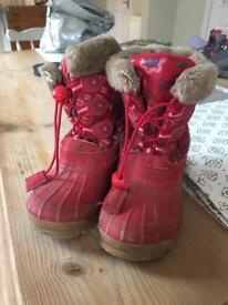 Child's fur lined snowboots