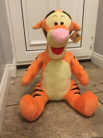 20 Inch tigger soft plush New with tag