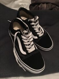 Brand new only worn once unisex size 5 vans comes with shoe box and look brand new