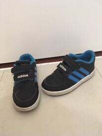 Infants size 7 Adidas trainers