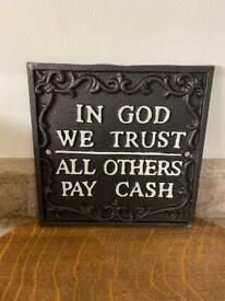 🎄🎁🛍 Lovely cast iron signs plaques