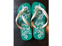 Havaianas - green & white Hawaiian print