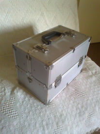 ALUMINIUM SILVER-COLOUR CANTILEVER BOX/CASE for KIT/CARRYING/STORAGE