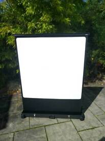 Pop up projector screen