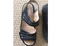 Black size 5 ladies sandals