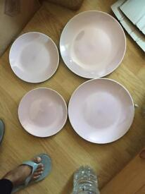 Set of 8 lilac plates