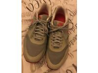 Women's /unisex grey Nike air hyperfuse trainers (size 5.5)