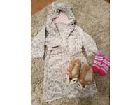 Girls 2-3 night gown and slippers size 6
