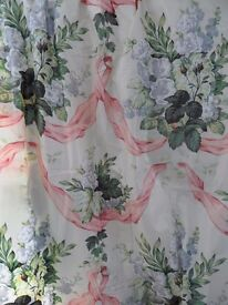 6.5 METERS WARNERS GLAZED CHINTZ 100% COTTON FABRIC `HOLLYHOCK & SWAG` PINK & BLUE