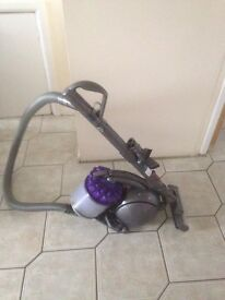 Vaccum dyson dc39 working and cleaned comes with tools