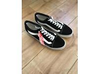 Black & White Vans Old Skool Shoes (Size 8)