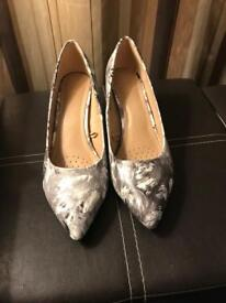 Ladies Heeled Shoes, Size 6