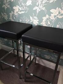 2 black barstools with chrome trim £25