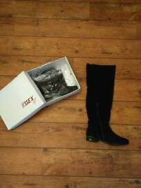 Essex Glam Boots Size 6 (Brand New)