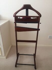Mans dressing stand