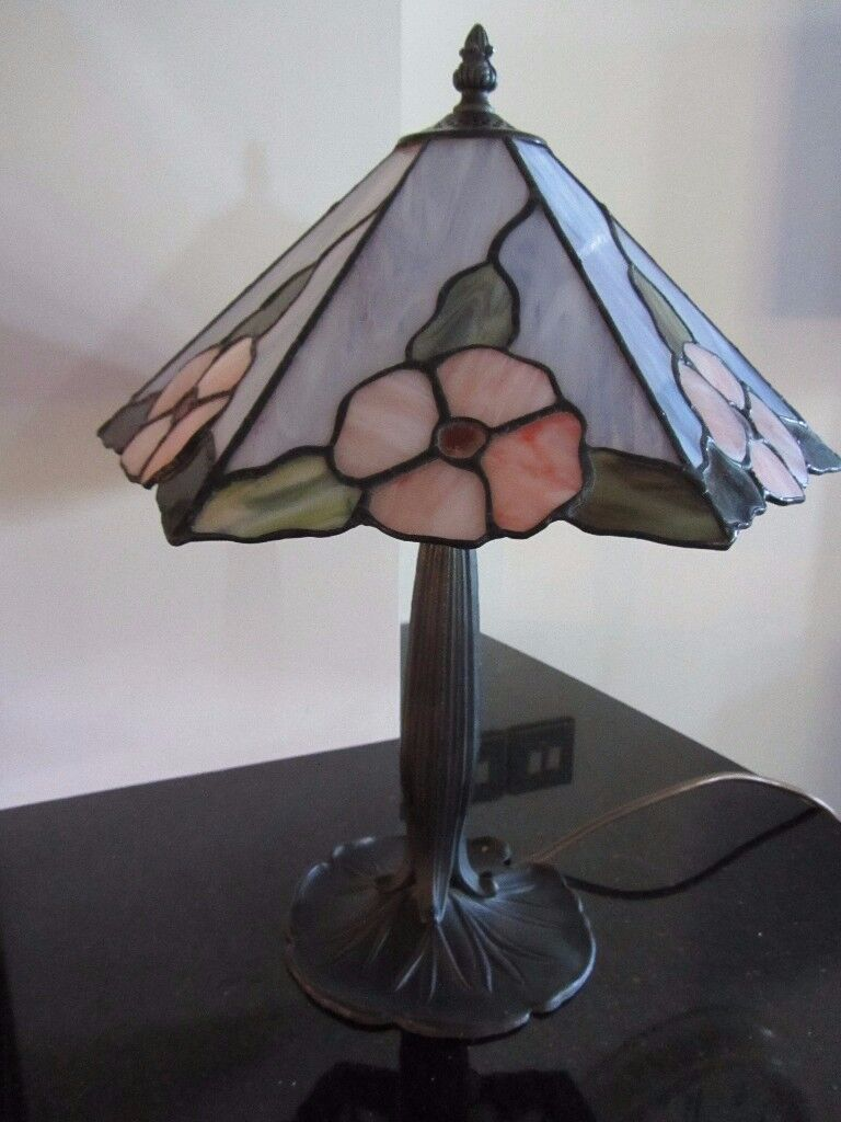 TIFFANY LAMP IN LOVELY APRICOT/GREEN ON A GREY MARBLE GLASS 43 CMS HIGH