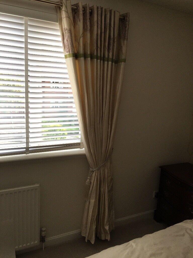 Cream Silk Curtains Matching Cushions Matching Roll Of Wallpaper