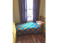 Flatshare near westfield centre..20 minutes walk to portobello road..fully furnished..close to tube