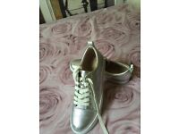 Brand new size 7 Clarks Glove Echo Trainers I thick silver leather