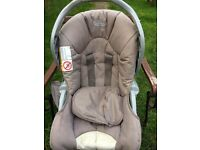 Graco excellent condition car seat for new born from non smoking house and no pets no accidents