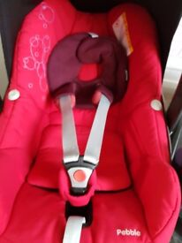 Maxi cosi pebble red and iso family base