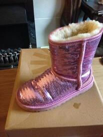 Girls size 12 genuine uggs fab condition!