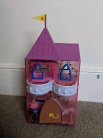 Once upon a time deluxe peppa castle
